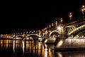 Margit híd, rendőrcsónakkal.jpg