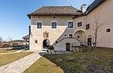Maria Saal Domplatz 4 Kapitelhaus über Torbau 22032018 2750.jpg
