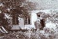 Marie Krøyer ved Madam Bendsens hus.jpg