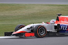 Photo de la Marussia MR03B rouge, blanche et bleue de Will Stevens.