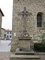 Messimy - Croix métallique devant église.jpg