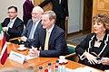 Ministru prezidents Valdis Dombrovskis tiekas ar Īrijas premjerministru Endu Keniju (8969557734).jpg