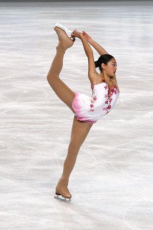 Figure skating spirals - Image: Mirai Nagasu 2010 Trophée Eric Bompard