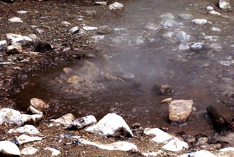 Ficheiro:Monumento Natural e Regional da Caldeira Velha, caldeiras de águas ferventes, Ribeira Grande, ilha de São Miguel, Açores.JPG