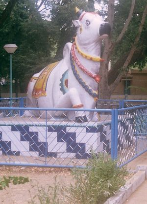 Upper Anaicut - Nandi statue in the gardens near the dam