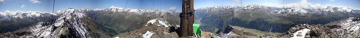 Panoramarundblick vom Gipfel