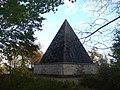 Neuer Garten - Pyramid - geo.hlipp.de - 30138.jpg