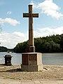 Newmillerdam with Memorial Cross - geograph.org.uk - 483531.jpg