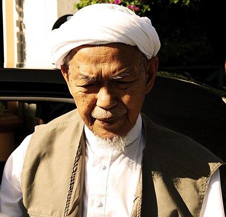 Nik Abdul Aziz bin Nik Mat
