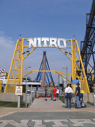 Nitro (Six Flags Great Adventure) - Nitro's entrance sign with lift hill in background