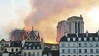 Notre-Dame de Paris, Incendie 15 avril 2019 20h07.24.jpg