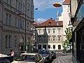 Nové Město, Na zbořenci, k ulici Odborů, visící sochy (01).jpg