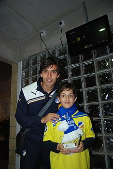 Nuno Morais with APOEL fan.jpg