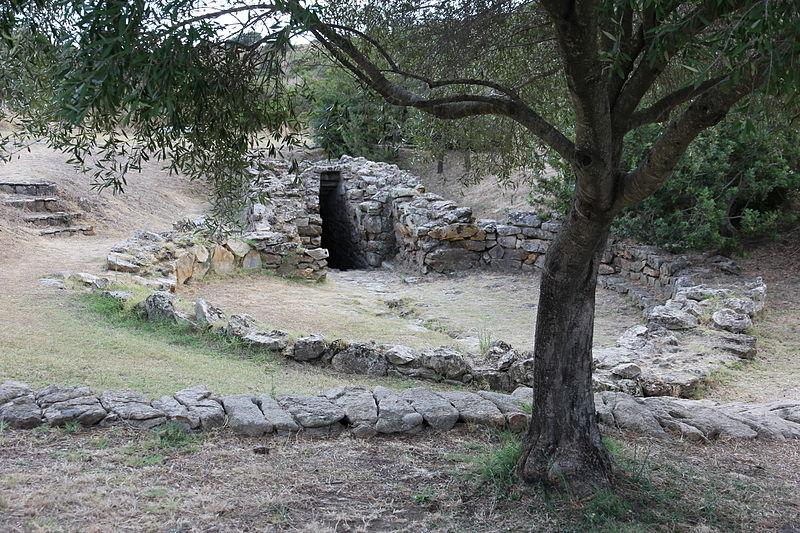 File:Olbia - Pozzo sacro di Sa Testa (06).JPG
