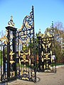 Open Gates, Kensington Palace - geograph.org.uk - 287427.jpg