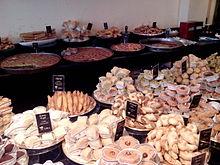 Pâtisserie fine algérienne dans une boutique parisienne
