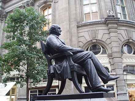 Statue by the Royal Exchange, London P1167GPb.JPG