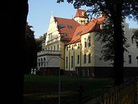 Pałac z parkiwm.jpg