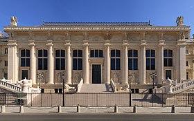 Le Palais De Justice De Paris Abritant La Cour Du0027appel Sur Lu0027île De La Cité.