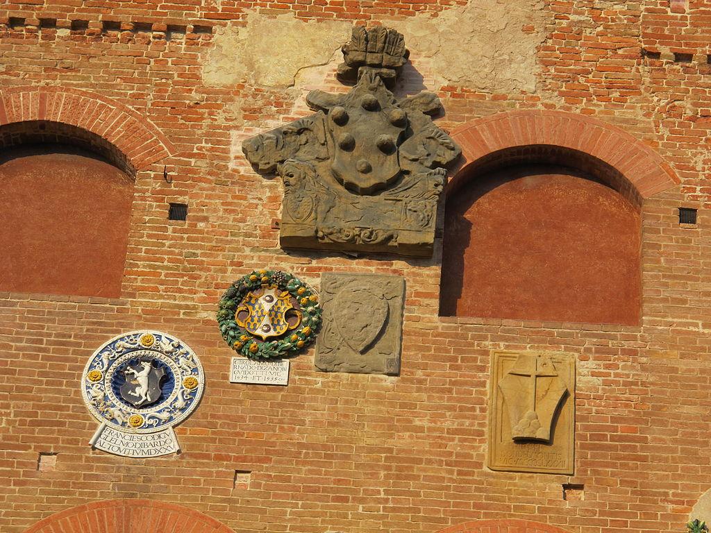 Certaldo, wapenschilden op het Palazzo Pretorio