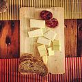 Pan, queso y embutido ibérico - Mumumío.jpg