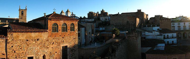 File:Pano Parte Antigua de Cáceres.jpg