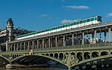 Paris Metro Line 6 train crossing Pont de Bir-Hakaim, West Part 140203 5.jpg
