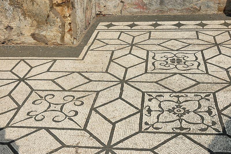 File:Pavement Hospitalia Villa Hadriana n7.jpg