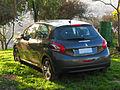 Peugeot 208 1.2 VTi Active 2013 (10414570803).jpg