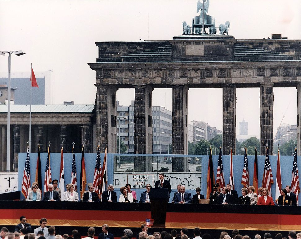 Photograph of President Reagan giving a speech at the Berlin Wall, Brandenburg Gate, Federal Republic of Germany - NARA - 198585