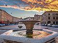 Piazza del Popolo e fontana al tramonto.jpg