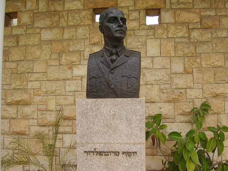 פסל של יוסף טרומפלדור