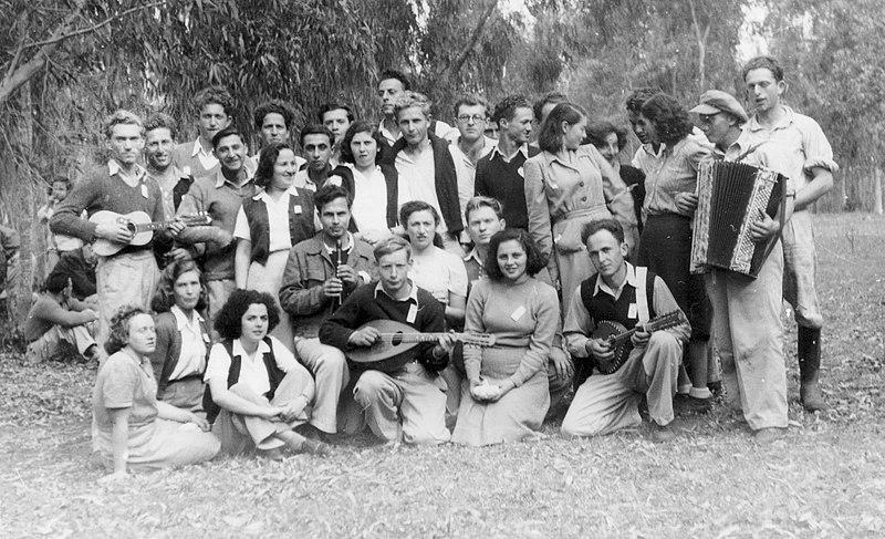 """גן-שמואל-השלמת """"השדה"""" מתל-אביב 1945"""