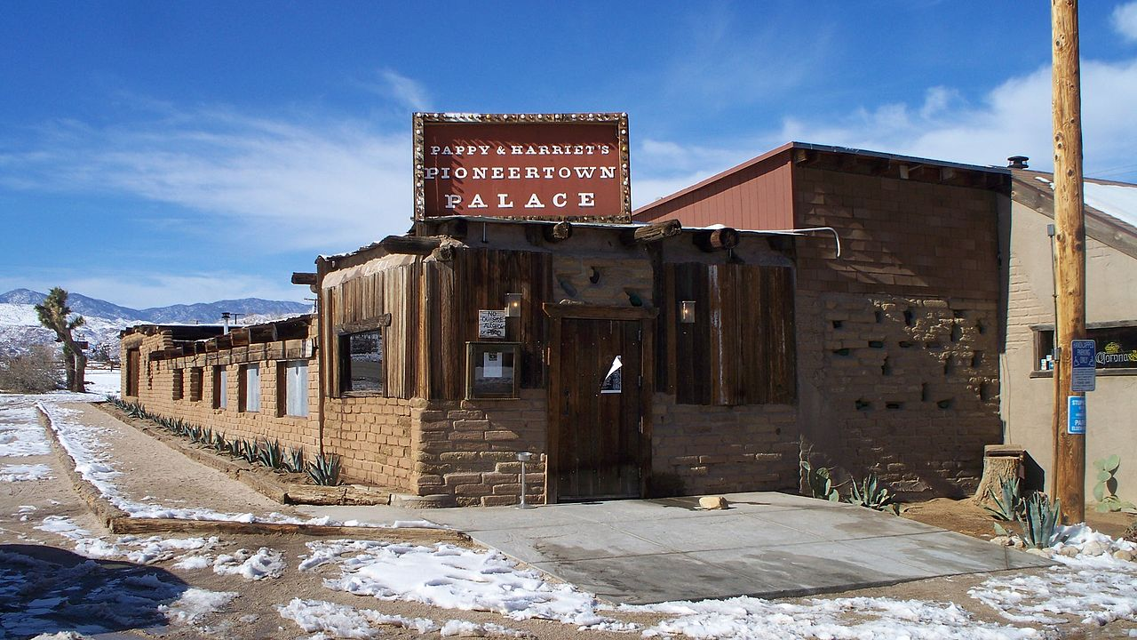 File Pioneertown Pappys Jpg Wikimedia Commons