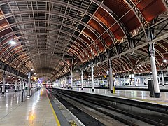 Platforms 7 & 8 and Roof looking in, Paddington Station.jpg