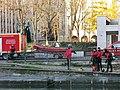Pompiers s'entraînant au canal de l'Ourq (Paris XIXe).JPG