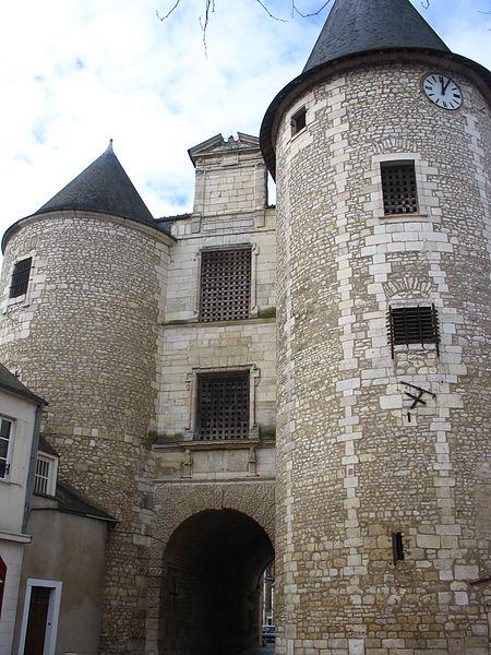 Porte de l'Horloge et son beffroi à Issoudun (36).