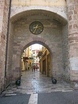 Porte de la Rade, Hyère.jpg