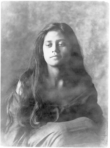 File:Portrait of Hawaiian girl titled 'The Fisherman's Daughter' 1909, Library of Congress.jpg