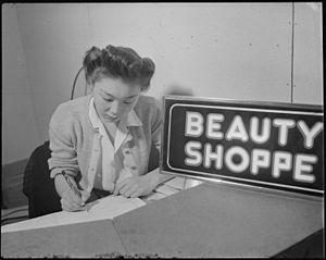 Poston, Arizona. Laura Mukogawa, Beauty shop r...