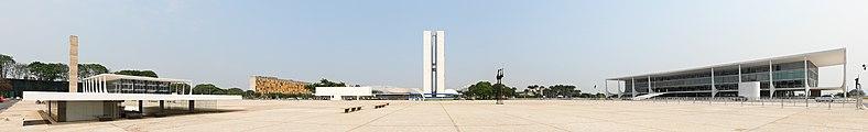 Praça 3 Poderes Brasília panorama.jpg