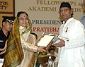 Pratibha Devisingh Patil presenting the Sangeet Natak Akademi Award-08 Hindustani Instrumental Music (Shehnai) to Shri Krishna Ram Choudhary for his contribution to Hindustani Instrumental Music.jpg