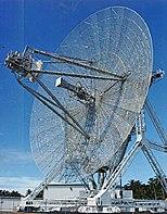 Eine Radarantenne mit großer Reichweite, bekannt als ALTAIR, dient zur Erkennung und Verfolgung von Weltraumobjekten in Verbindung mit ABM-Tests am Ronald Reagan-Teststandort auf dem Kwajalein-Atoll.