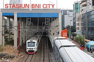 Railink leaving BNI City Station.jpg