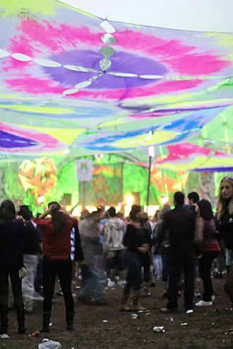 Rave - Rave - Juiz de Fora - MG, featuring bright psychedelic theming common at many raves.