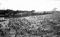 Reclusos bañándose en la playa de la Isla Martín García, diciembre de 1930.jpg