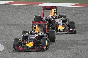 Red Bull RB12 - Daniel Ricciardo (front) and Daniil Kvyat at the Bahrain Grand Prix