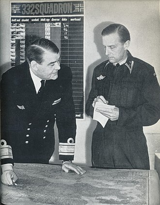 Hjalmar Riiser-Larsen - Riiser-Larsen (left) with Birger Fredrik Motzfeldt in 1959