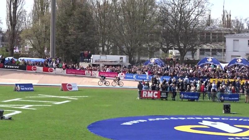 File:Roubaix - Paris-Roubaix, 12 avril 2015, arrivée (A08A).ogv