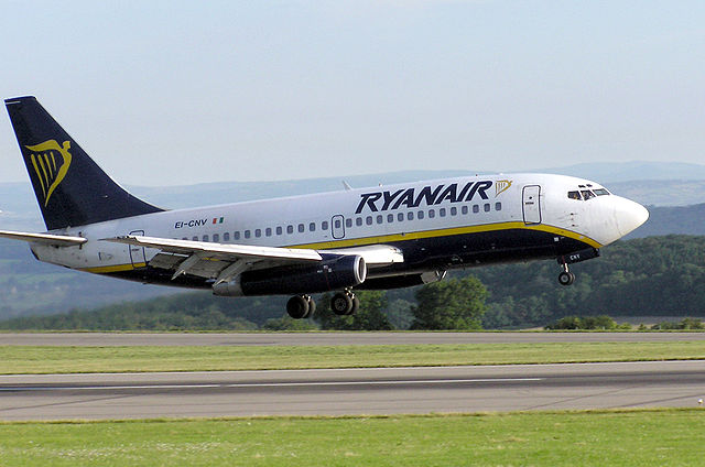 A Ryanair 737 nearly crashed over Germany after pilots tried a new manoeuvre in a bid to make up 30 minutes of lost time. Photo:  Wikipedia